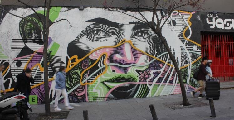 El mural de Dourone en la calle Valverde